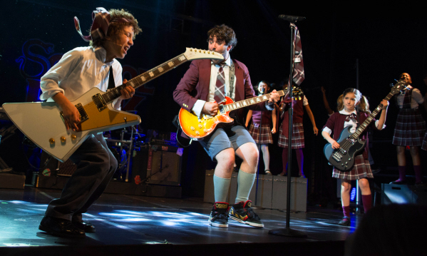 School_of_Rock Alex_Brightman_and_the_cast_of__by_Timmy_Blupe